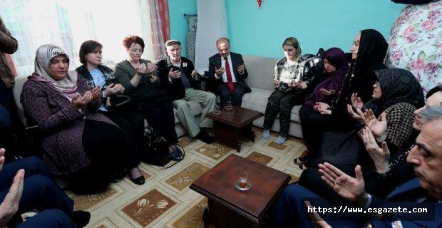 Vali Çakacak'tan Şehit Dunca'nın Ailesine Taziye Ziyareti