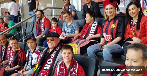 Kurt Samsunspor maçını down sendromlu çocuklarla izledi