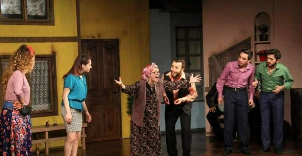 ''Sui Generis Tiyatro'' ekibi Ayvalık yolcusu