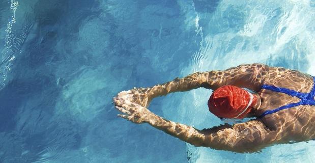 Yüzme hem tedavi ediyor hem stresi önlüyor