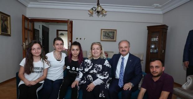 Vali Çakacak ve eşi Kevser Çakacak, Şehit Dunca'nın ailesini ziyaret etti