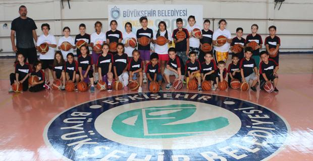Büyükşehir yaz spor okulları başladı