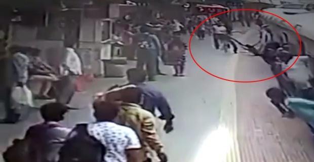 Elbisesi trene takılan kadın ölümden döndü