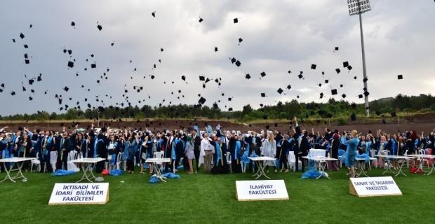 ESOGÜ'deki mezuniyet coşkusu yağmura rağmen hız kesmedi