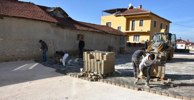 İnönü mahallelerinde kilit taş döşeme çalışmaları sürüyor