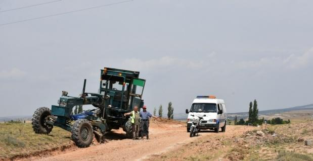 İnönü'de tarla yolları onarılıyor