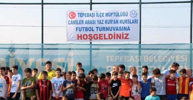Kur'an kursu miniklerinin futbol heyecanı
