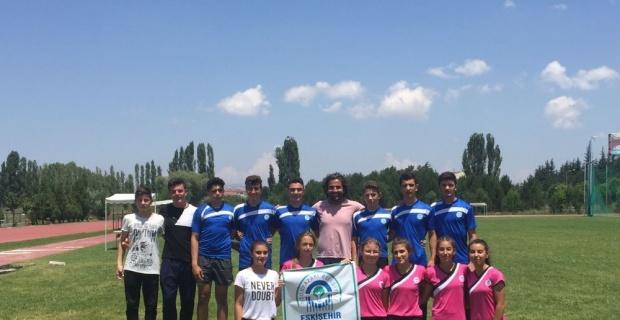 Odunpazarı Belediyesi atletizm takımı bölge birincisi oldu