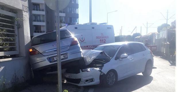 Eskişehir'de otomobiller çarpıştı: 2 yaralı