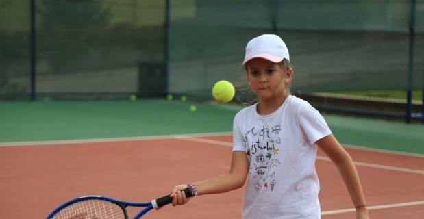 Genç Durak'ta ücretsiz tenis dersleri