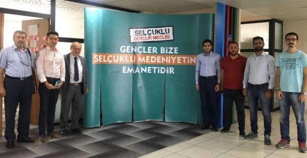 Prof. Dr. Hilmi Özden'den başarılı Türkmen öğrencilere seminer