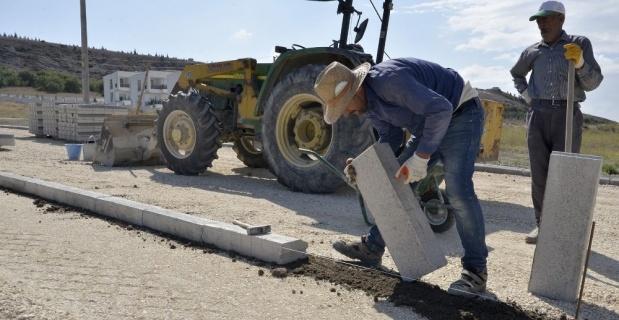 Birçok mahallede yol yapım çalışmaları devam ediyor