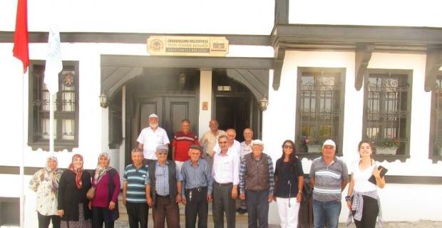 Koca çınarlardan Atatürk ile Bir Gün Galerisi'ne büyük ilgi
