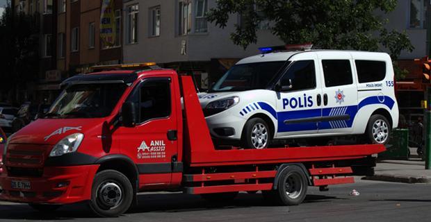 Polis aracı kazaya karıştı