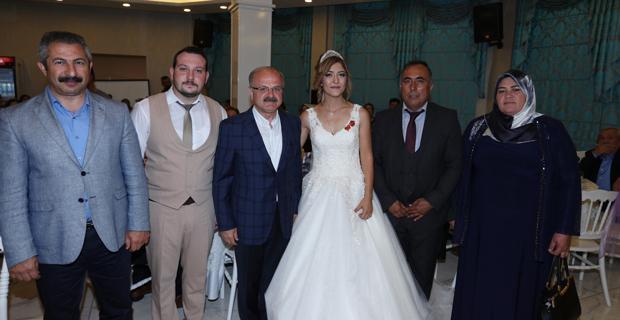 Vali Çakacak, Şehit Dalgıç'ın kardeşinin düğününe katıldı
