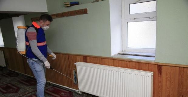 Odunpazarı Belediyesi camileri ve cem evini ilaçladı