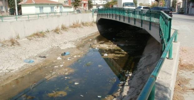 Su kanalı mı? Çöp kanalı mı?