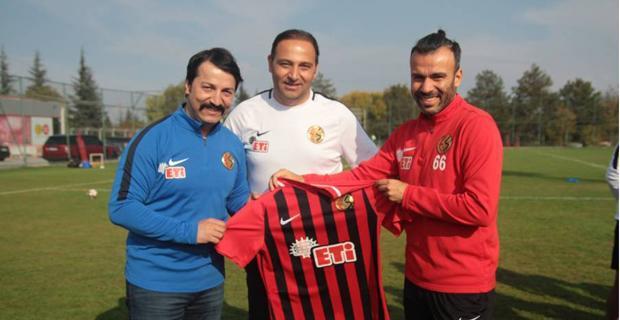 Ünlü komedyenden Eskişehirspor'a ziyaret