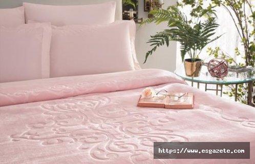 Kış Aylarında Kullanılabilecek Taç Battaniye Modelleri