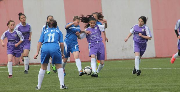 Kızlar maçlara golle başladılar