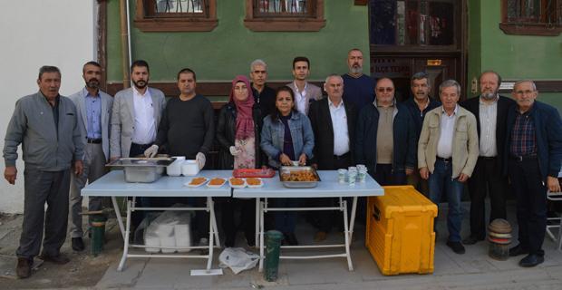 MHP'den cuma namazı çıkışı pilav