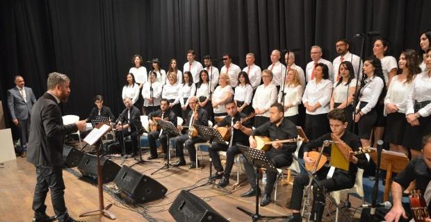 Türk Halk Müziği Korosu'ndan öğretmenlere konser
