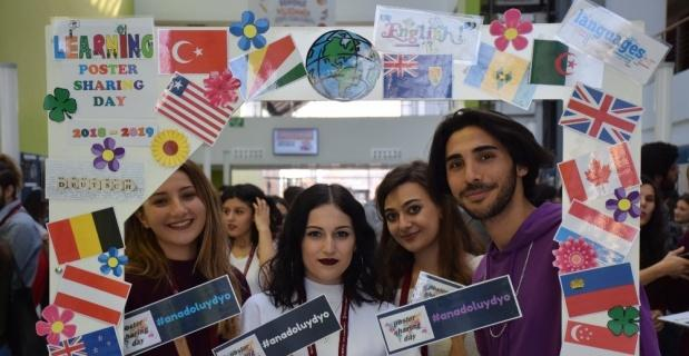"""Yabancı Diller Yüksekokulundan """"Poster Sharing Day"""" sergisi"""