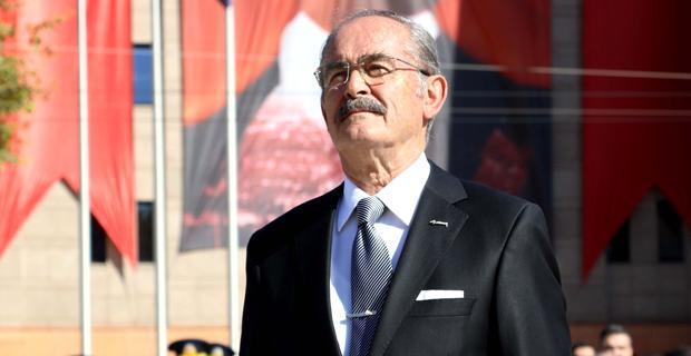 Zaman daima Atatürk'ü gösterecektir