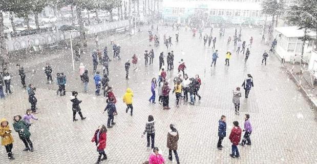 Afyonkarahisar'da kar yağışı herkesi neşelendirdi
