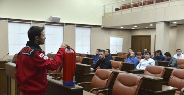 """Akut'tan belediye personeline """"Temel Yangın Güvenliği Eğitimi"""""""