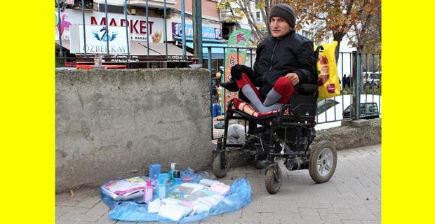 Engelli gencin hayat mücadelesi yürek burktu