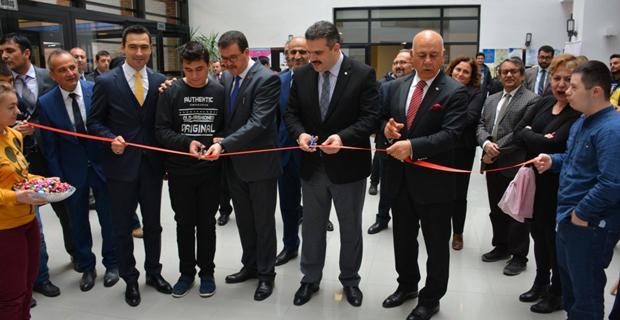 Engelli öğrencilerin sergisi üniversitede açıldı