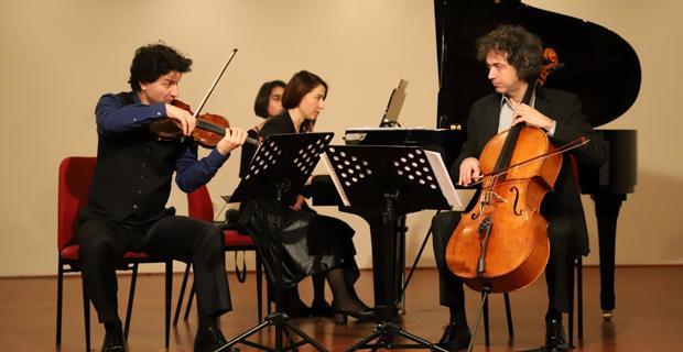 Oda müziğinde Balkan esintileri