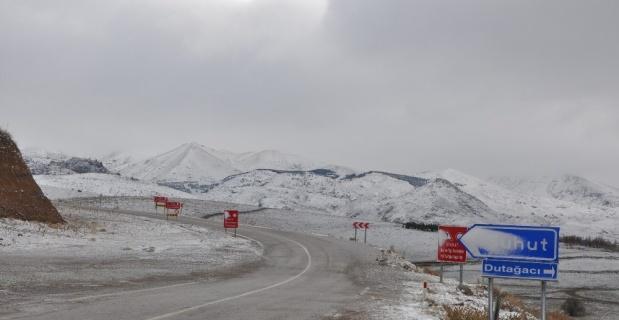Sandıklı'da bu yol yılın altı ayı trafiğe kapalı