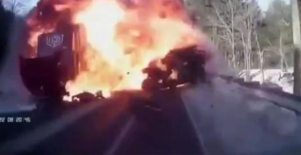 Cip tankere çarptı: Ortalık savaş alanında döndü