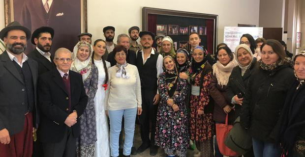Tiyatro sanatçıları Mahmudiyelileri konuk etti