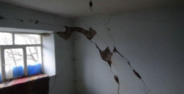 6 evde yıkılma tehlikesi