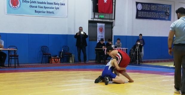 Aslanapalı güreşçilerden 2 madalya