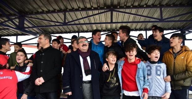 Başkan Can, Bilecik derbisini taraftarlarla birlikte izledi