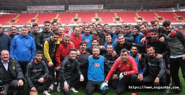 Beyaz'dan Eskişehirspor'a sürpriz ziyaret