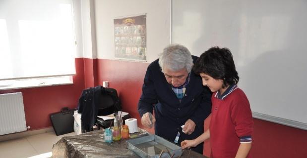 Emekli astsubaydan miniklere gönüllü Ebru eğitimi