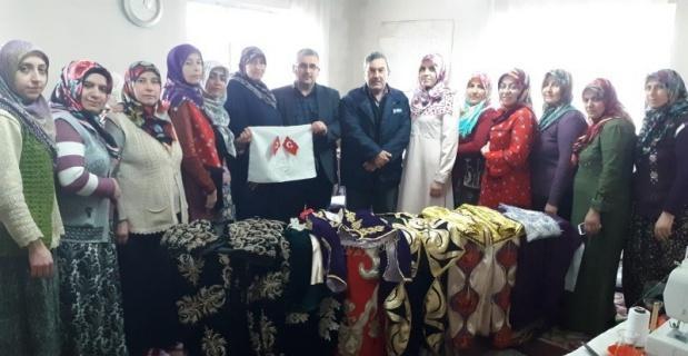 Köydeki kadınlar 'tarih kokan kıyafet' üretiyor