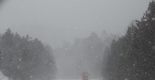 Kütahya Domaniç'te kar yağışı ve tipi