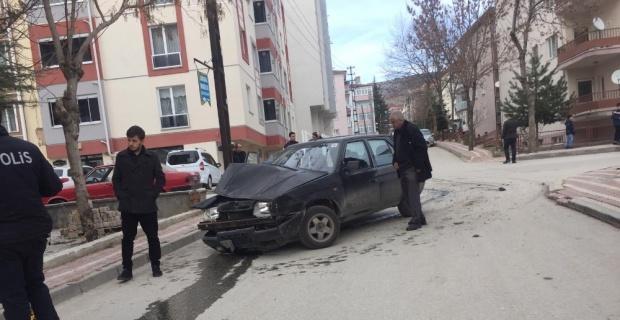 Otomobiller çarpıştı; 1 yaralı