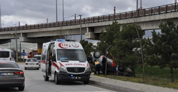 Afyonkarahisar'da kontrolden çıkan araç takla attı; 3'ü çocuk 6 yaralı