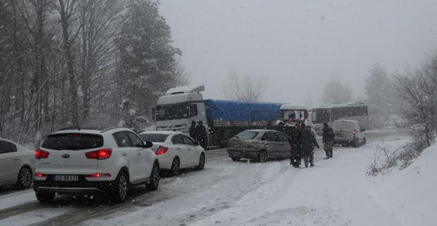 Araçlar saatlerce yolda kaldı