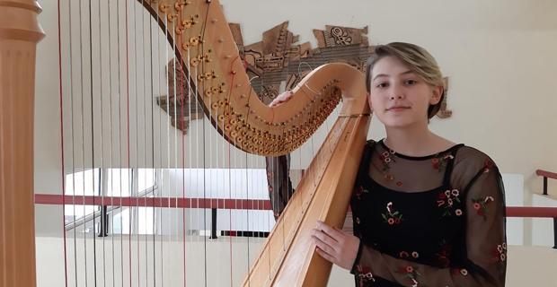 Arp sanatçısı Ada iki ödülle döndü