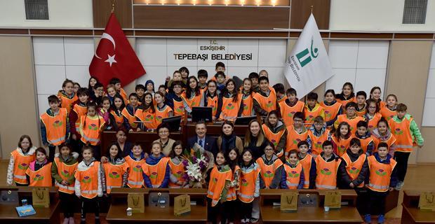 Çocuklardan Ataç'a 23 Nisan ziyareti