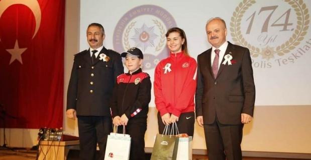 Eskişehirli milli sporcu Karakuyulu'ya ödül