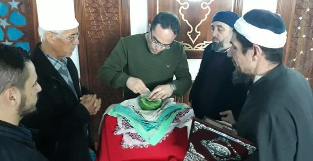 Hacı Selim Üçler Camide Sakal-ı Şerif heyecanı